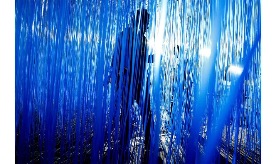 """<h2><span class=""""enSerif ArticleBTitle"""">""""Pénétrable BBL Bleu"""" by Jesús Rafael Soto</span><br> <span class=""""jpArticleBTitle"""">青色の集合体が織りなす、体験的な空間</span></h2>"""